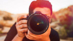 Ilustrasi menangkap bayangan dengan kamera