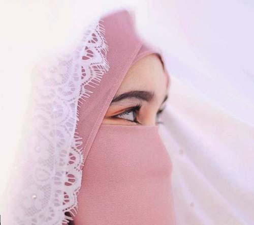 ilustrasi cadar wanita muslimah